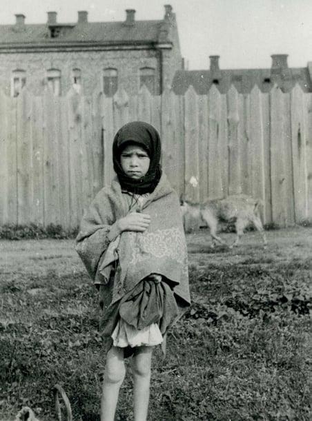 Holodomor-Great-Famine-Kharkiv-Ukraine-child-starvation-1933-Wienerberger-photographer